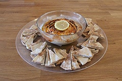 Hummus with Pita Crackers